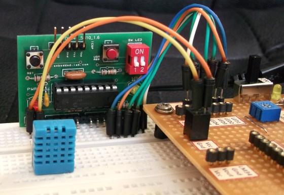 Detalle del PIC y el sensor DHT11